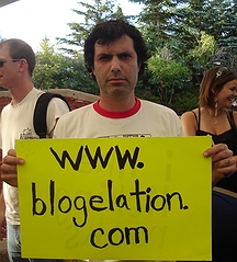 blogelation2006-kennyVspenny-kennyholdingsign